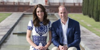 landscape-1461256494-kate-middleton-sitting