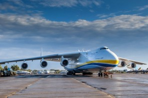 Antonov An-225 Mriya touches down in WA amid traffic chaos near Perth Airport