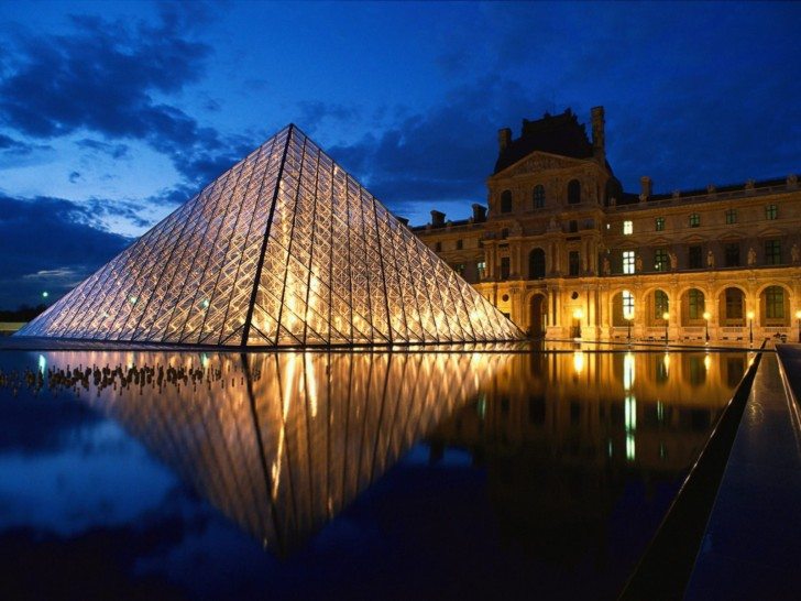 pyramid_at_louvre_museum_paris_france1-728x546