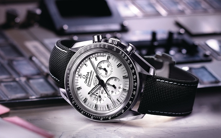 Omega-Speedmaster-Silver-Snoopy-Award-LE-4